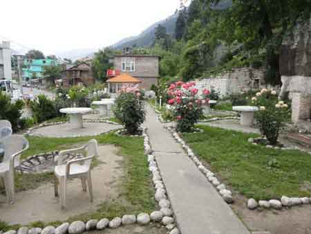 Best Cottages in Manali near river
