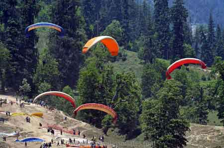 Delhi Manali volvo tour packages
