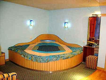 Star hotels manali tariff